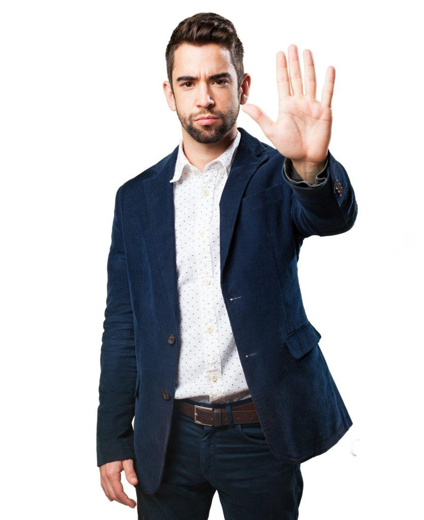 Stop jelzést mutató férfi kép bejegyzésbe