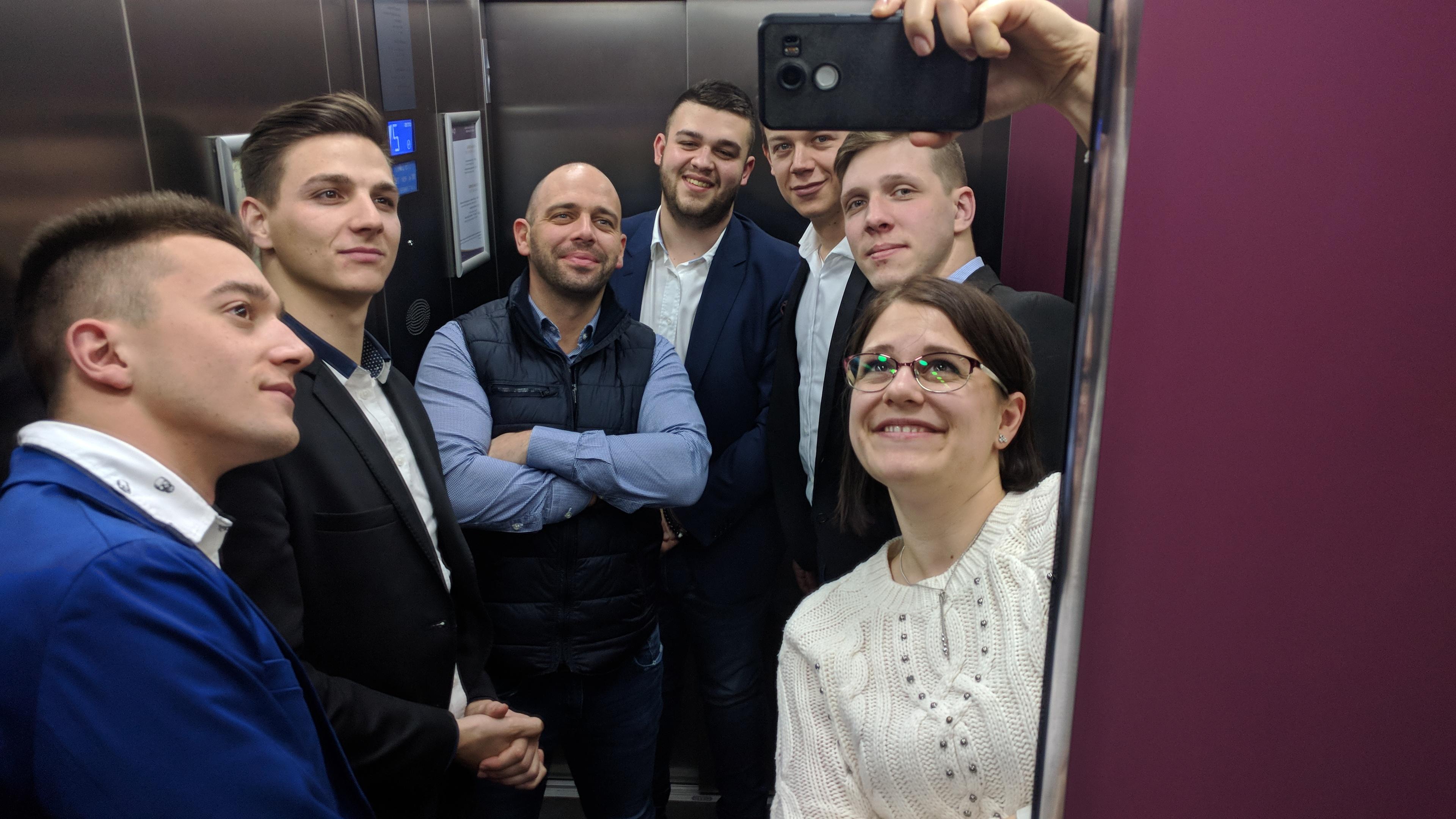 Együtt a csapat kép bejegyzésbe